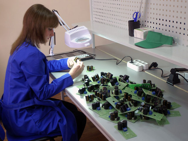 Визуальный контроль качества пайки компонентов светодиодных светильников